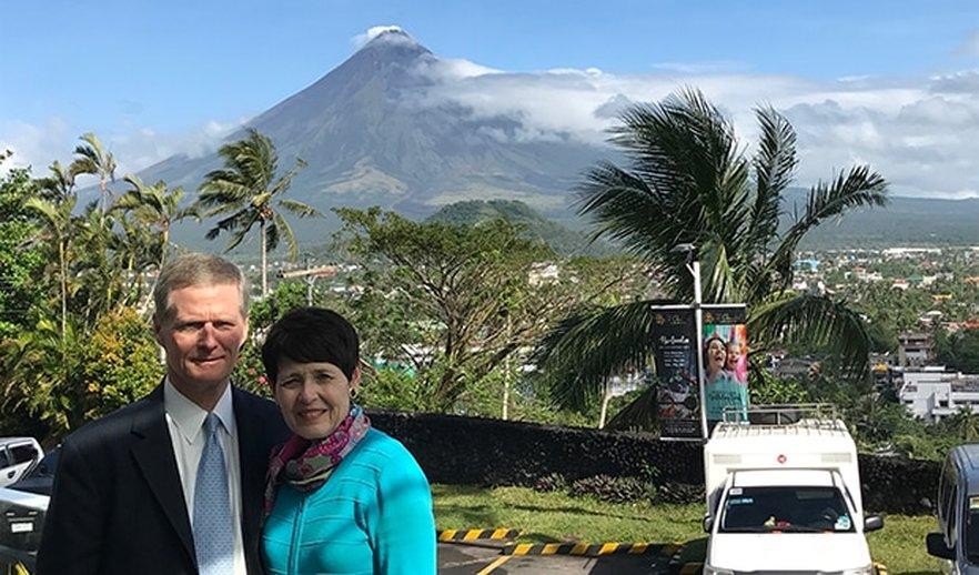 "Elder Bednar Praises Filipino Members' ""Uncomplicated Faith,"" Resiliency"