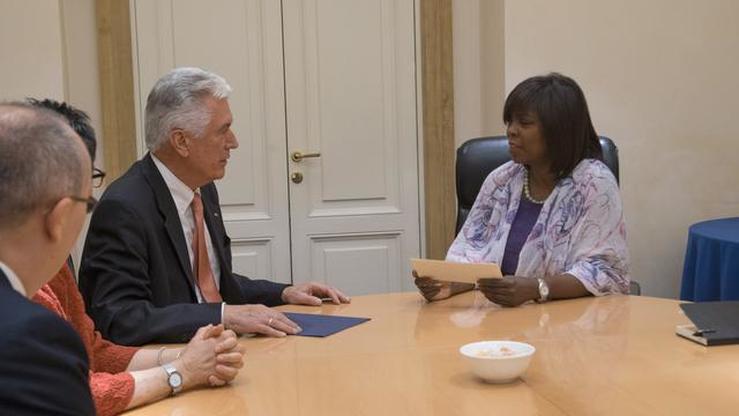 President Uchtdorf Presents Donation To UN Food Program