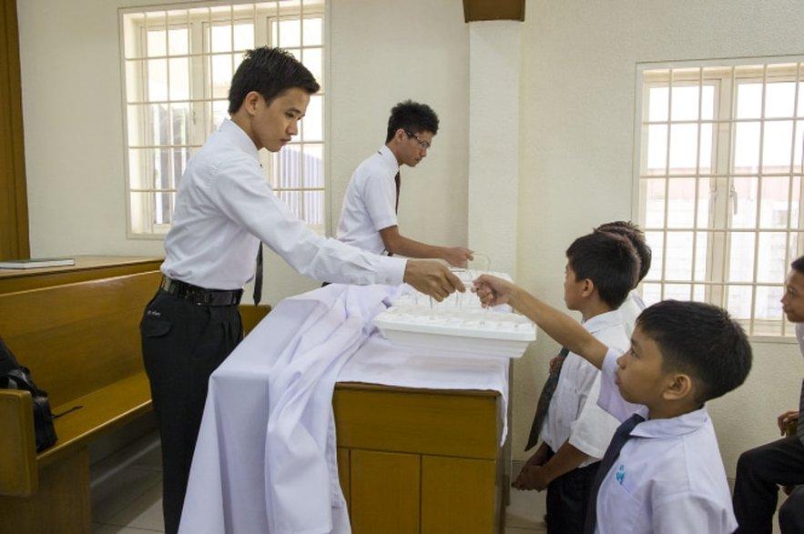 Keeping the Sabbath Day Holy: Sacrament Meeting